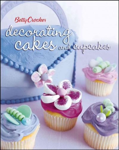 Betty Crocker Decorating Cakes And Cupcakes (Paperback)