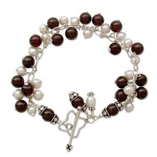 Sterling Silver 'Delhi Glamour' Pearl Garnet Bracelet (4.5 mm) (India)