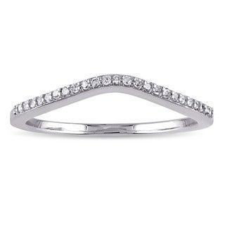 Miadora 10k White Gold 1/10ct TDW Diamond Curved Wedding Band (G-H, I2-I3)