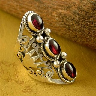 Handcrafted Sterling Silver 'True Love' Garnet Ring (India)
