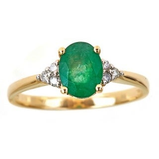 Anika and August 14k Yellow Gold Oval-cut Emerald and 1/10ct TDW Diamond Ring (G-H, I1-I2) (Size 7)