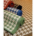 Houndstooth Polypropylene Area Rug (7&#39;10 x 11&#39;2)