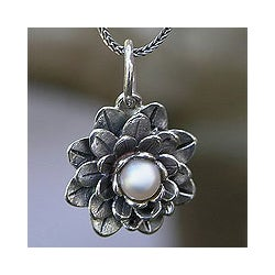 Sterling Silver 'Sacred White Lotus' Pearl Necklace (4 mm) (Indonesia)