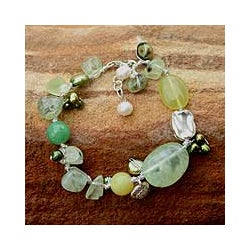Pearl and Serpentine 'Green Apples' Beaded Bracelet (4-8 mm) (Thailand))