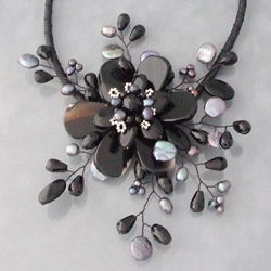 Black Agate and Pearl Star Flower Necklace (3-5 mm) (Thailand)