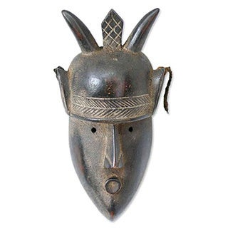 Handcrafted Wood 'Mighty Warrior' African Tribal Mask (Ghana)