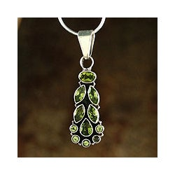 Sterling Silver 'Summer Allure' Peridot Necklace (India)