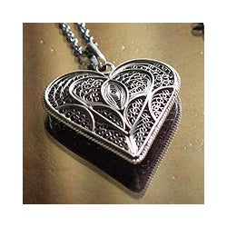 Sterling Silver 'Heart Full of Love' Filigree Necklace (Peru)