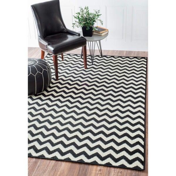 nuLOOM Alexa Chevron Vibe Zebra Black/ White Rug (4' x 5'7)