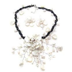 Pearl/ Mother of Pearl White Flower Ray Jewelry Set (3-5 mm) (Thailand)