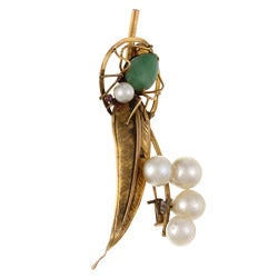 Pre-owned 14k Yellow Gold Jade and Freshwater Pearl Spider on Leaf Brooch (7 mm)