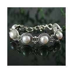 Sterling Silver 'Prosperity' Pearl Link Bracelet (10 mm) (India)