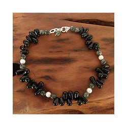 Sterling Silver 'Mumbai Muse' Onyx Pearl Anklet (5.5 mm) (India)