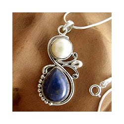 Sterling Silver 'India Moon' Lapis and Pearl Necklace (8 mm) (India)