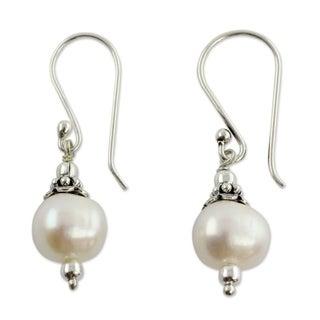 Sterling Silver 'Mumbai Moonlight' Pearl Earrings (10 mm) (India)