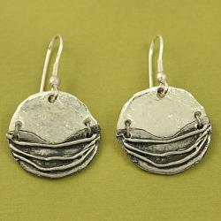 Handcrafted Silvertone Textured Round Cord Necklace and Earrings Set ( India)
