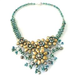 Green Sunflower Floral Blossom Pearl Necklace (Thailand)