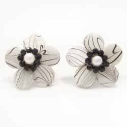 Sweet Daisy White Zebra Painted Mother of Pearl Clip On Earrings (Thailand)