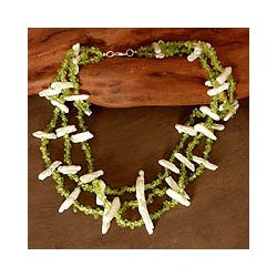 Peridot 'Flamboyant Trio' Pearl Necklace (14.5-15 mm) (India)