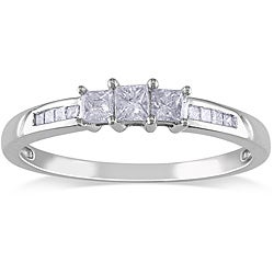 14k White Gold 1/4ct TDW 3-Stone Princess Cut Diamond Ring (G-H, I1-I2)