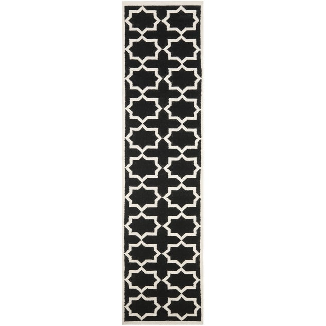 Safavieh Handwoven Moroccan-Inspired Reversible Dhurrie Wool Rug with Black and Ivory Geometric Design (2'6 x 10')