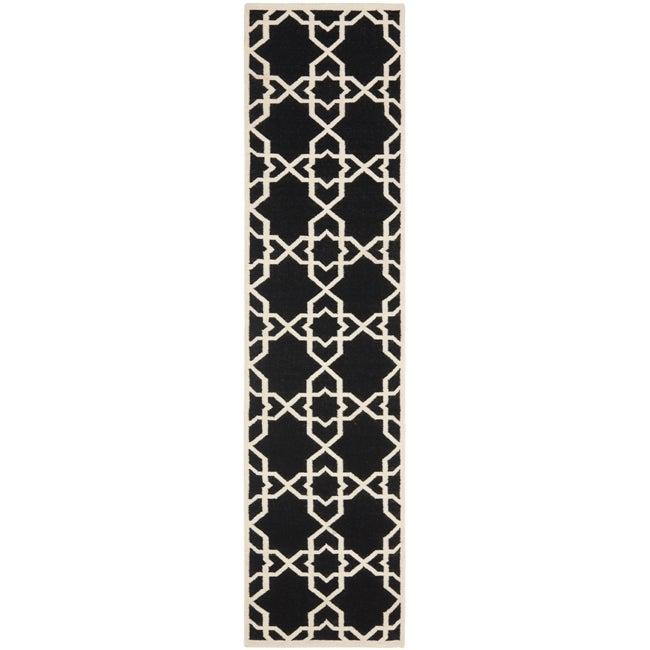 Safavieh Moroccan Reversible Dhurrie Black and Ivory Geometric-Patterned Wool Runner Rug (2'6 x 10')