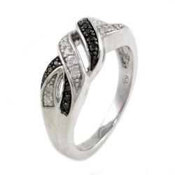 Beverly Hills Charm Silver 1/6ct TDW Black and White Diamond Ring (Size 7)