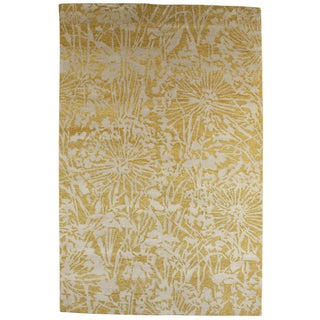 Indo-Tibetan Abstract Golden Apricot Wool/ Silk Rug (5'6 x 8'6)