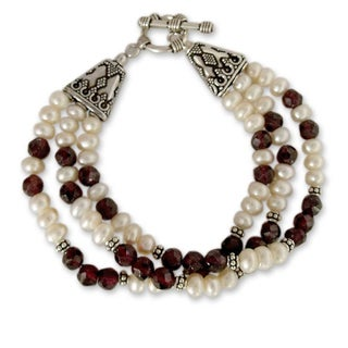 Sterling Silver 'Pure Love' Garnet and Pearl Bracelet (6 mm) (India)