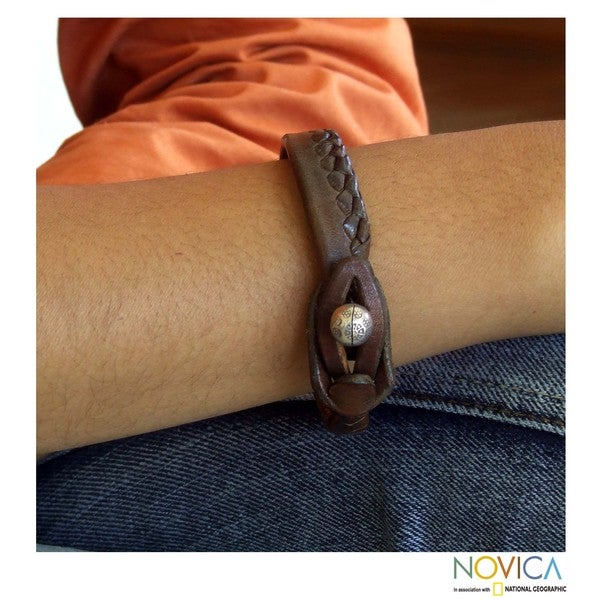 Handcrafted Men's Leather 'Asian Chic' Bracelet (Thailand)