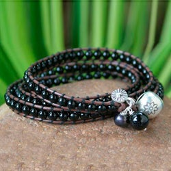 Silver 'New Tribal' Onyx and Pearl Bracelet (7 mm) (Thailand)