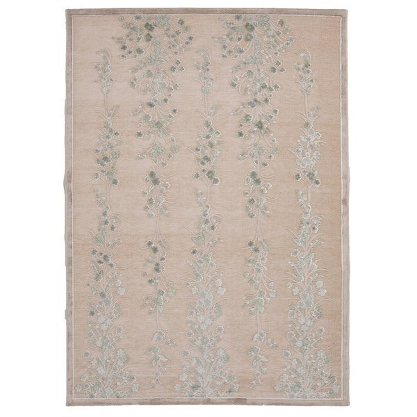 "Transitional Ivory/White Viscose/Chenille Floral Rug (7'6"" x 9'6"")"