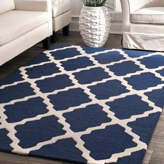 Hand-hooked nuLOOM Alexa Moroccan Trellis Wool Rug (6' Round)