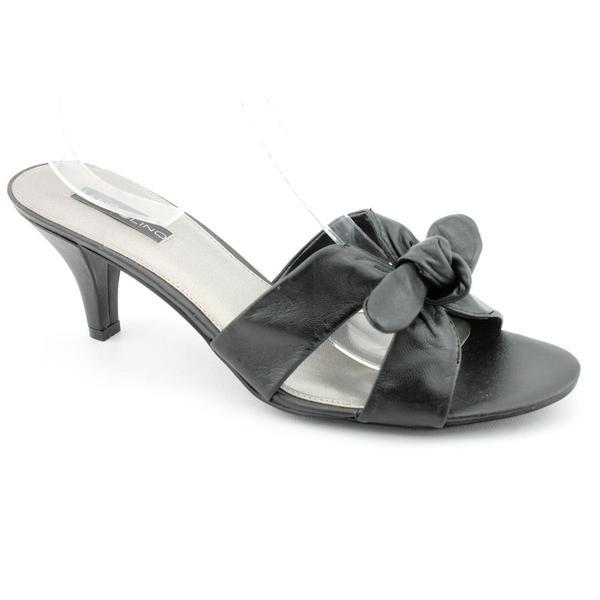 Bandolino Women's 'Quelinda' Leather Dress Shoes