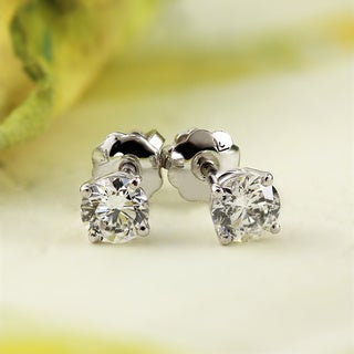 14K White Gold Round Diamond Stud Earrings (E-F, VS1-VS2)