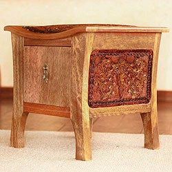 Tornillo Wood and Leather 'Colonial Floral Rhythm' Accent Table (Peru)