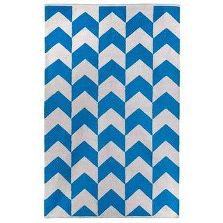 Indo Hand-woven Metropolitan Heritage Blue/ Bright White Chevron Area Rug (3' x 5')