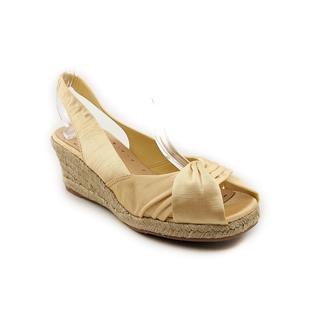 Bella Vita Women's 'Sangria' Fabric Sandals - Wide