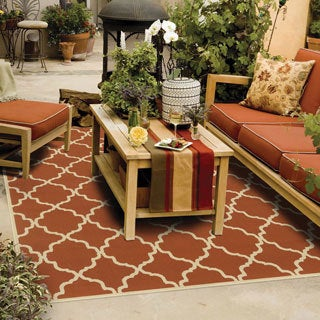 Indoor/ Outdoor Lattice Rug (6'7 x 9'6)