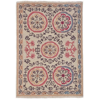 Hand-woven Indo Suzani Linen/ Coral Wool Rug (4' x 6')