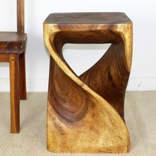 Hand-carved 23-inch Walnut Oiled Acacia Wood Twist Stool Thailand)
