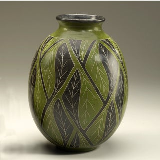 Hand-crafted Alternating Etched Leaf Decorative Vase (Nicaragua)