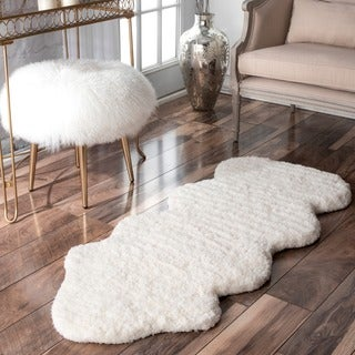 nuLOOM Hand-Tufted Faux Sheepskin One and a Half Piece Natural shag Rug (2' x 4'5)