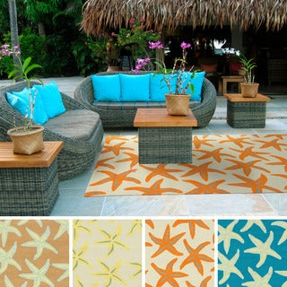 Hand-hooked Mia Transitional Starfish Indoor/Outdoor Area Rug (5' x 8')