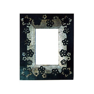 Hand-carved 4x6-inch Wooden Floral Motif Picture Frame (India)