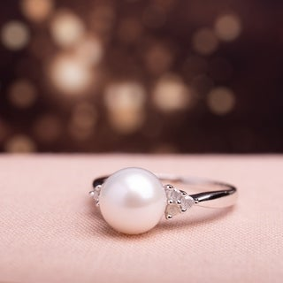 Miadora Sterling Silver Cultured Pearl and 1/8ct TDW Diamond Ring (H-I, I2-I3)