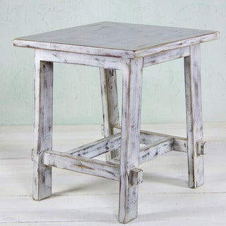 Handcrafted Pinewood 'Tacambaro White' End Table (Mexico)