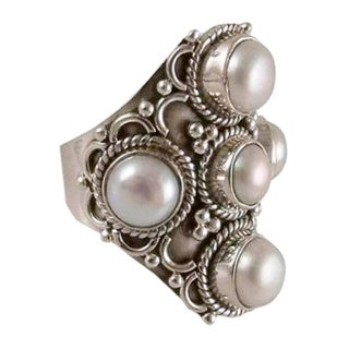 Sterling Silver 'Iridescent Princess' Pearl Ring (5 mm, 7 mm) (India)