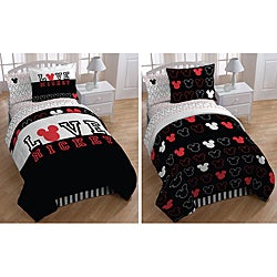 Mickey Mouse 'Love' Full-size 7-piece Reversible Bed in a Bag with Sheet Set