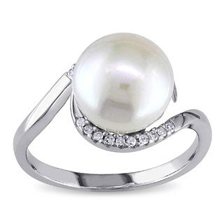 Miadora Sterling Silver 1/10ct TDW Diamond FW Pearl Ring (9-10 mm)